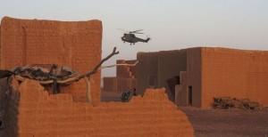 مروحيات فرنسية تقوم بعمليات إنزال لجنود أفارقة في مالي