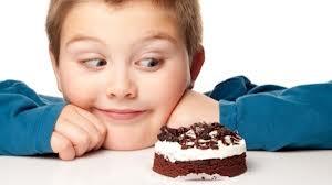 حرمان الأطفال من الحلويات يجعلهم أكثر عُرضة للسمنة