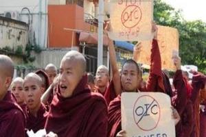 راهب بوذي عنصري يدعو لمقاطعة محلات المسلمين