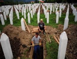 نيكوليتش يطلب الغفران عن مقتل 8 آلاف مسلم