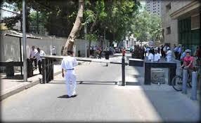 طعن أمريكي أمام سفارة بلاده في القاهرة
