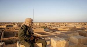 مقاتل في مهمة مراقبة بمدينة كيدال