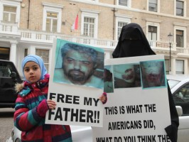 إسلاميون في بريطانيا يتظاهرون أمام السفارة الأمريكية