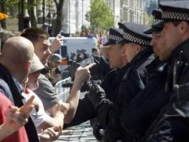 """تظاهرة لرابطة الدفاع الإنجليزية """"المتطرفة"""" على خلفية قتل الجندي"""