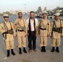 صورة لعناصر حوثية ترتدي زي عسكري خاص