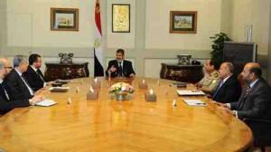 مرسي يجتمع مع وزير الدفاع والإنتاج الحربي ووزير الداخلية ورئيس المخابرات العامة