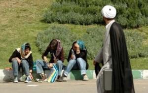 ثورة جنسية في إيران والدعارة تلهب شوارعها وأكثر من 85 ألف عاهرة في طهران