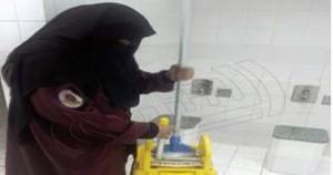سعودية تنظف الحمامات لتنفق علي أولادها السبعة وملك السعودية يدعم الإنقلاب العسكري بـ3 مليارات دولار