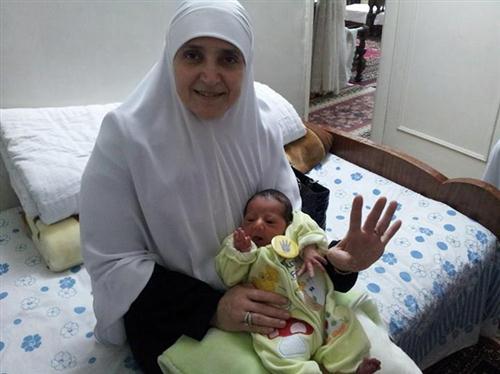 زوجة الرئيس مرسي وحفيدها محمد أحمد