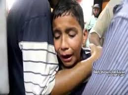 يبكي امه التي استشهدت في رابعة