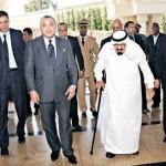 الملك عبد الله بالعكاز في المغرب وفي مصر السيسي يطلع الطائرة