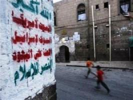 الحوثيون يطلون مقابر صنعاء بالشعار