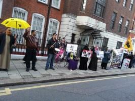 وقفة أمام سفارة الانقلاب لندن