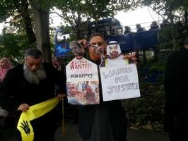 مدير المرصد أمام سفارة دويلة الامارات بلندن