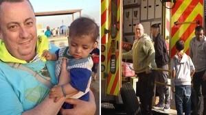 آلن يحمل طفل سوري ويحمل المساعدات