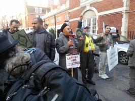 رفع المصاحف أمام سفارة الانقلاب بلندن 28 نوفمبر
