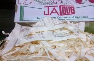 شركة نصرانية مصرية تضع المانجو وسط قصاصات القرآن