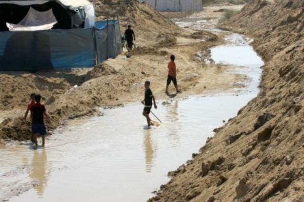"""مصر تغرق حدود غزة بترايوس: إغراق مصر لحدود غزة """"رائع للغاية"""""""