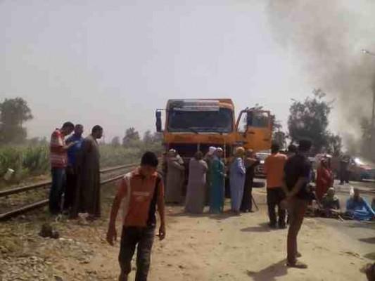 قطع الطريق وسيلة الأهالي للاحتجاج على انقطاع المياه