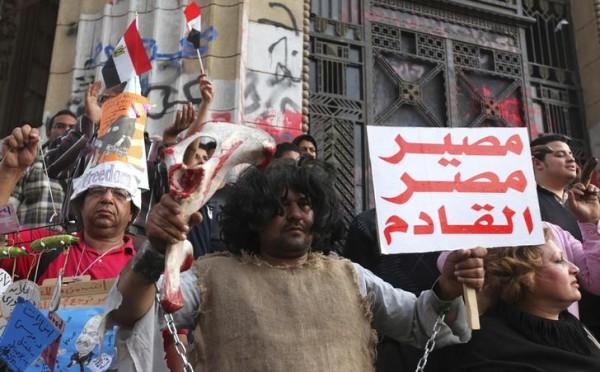السيسي يتسلح بالفقر والفناكيش لإخضاع المصريين