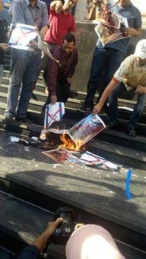 الصحفيون يحرقون العلم الصهيوني أمام النقابة