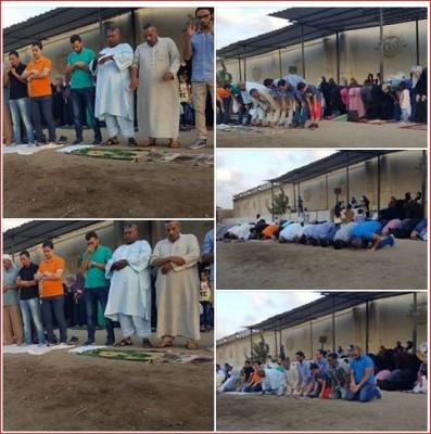 أهالي المعتقلين يؤدون صلاة العيد أمام مجمع سجون طره