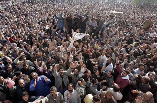 تواصل المسيرات والشلل يضرب الحياة بمصر