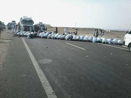 المئات من النوبيين يغلقون طريقا رئيسياً احتجاجا على خطة الانقلاب بيع أراضيهم