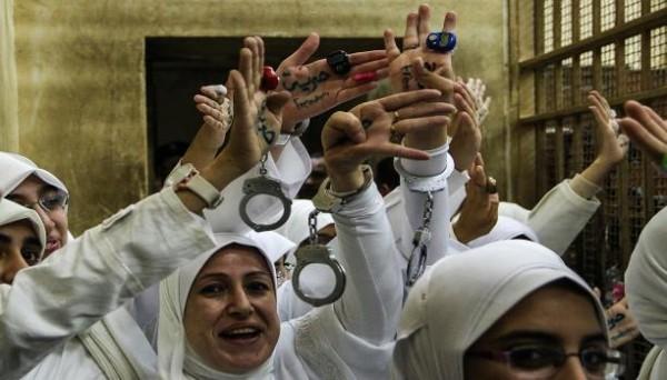 الانقلاب يتلصص على دورات مياه السجينات