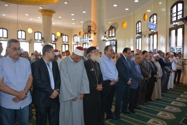 قسيس يؤدي صلاة العصر في مسجد السيسي