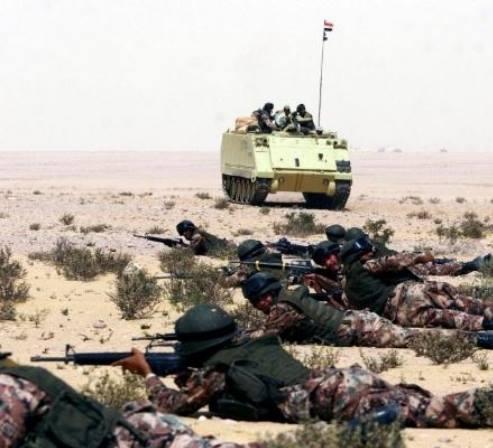 """الحياة تتوقف مع بدء عملية للجيش بشمال سيناء وتفريغها من السكان لتسليمها لـ""""إسرائيل"""""""