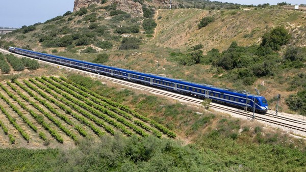 """السيسي وتسهيل بناء خط سكة حديد مع الصهاينة"""" قطار السلام"""""""