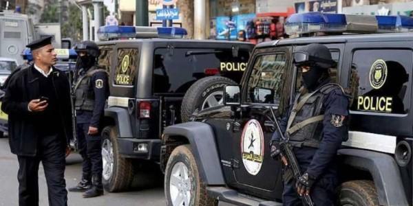 """السيسي يتفاخر بـ""""كلبشة"""" المصريين بالطوارئ في جمهورية القمع"""
