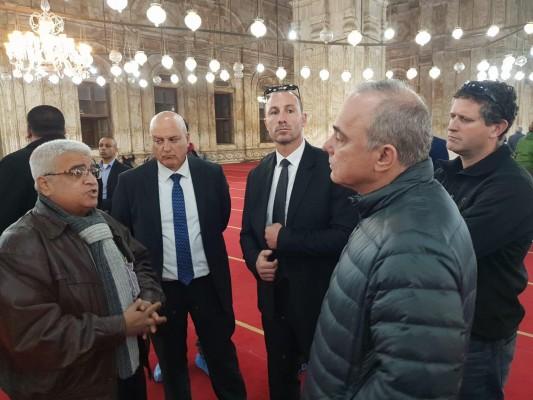 وزير الطاقة الصهيوني يتجوّل في شوارع القاهرة