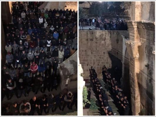 فلسطينيون بالمسجد الأقصى يؤدون صلاة الغائب على الشهداء التسعة