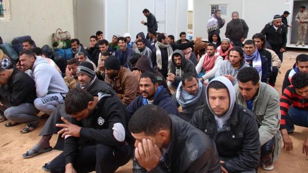 أوروبا أغلقت الحدود وأوقفت عمليات الإنقاذ والمهاجرون في جحيم السيسي وحفتر
