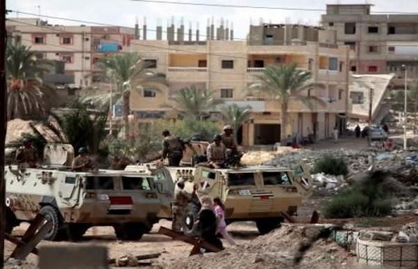 """""""هيومن رايتس ووتش"""" تطالب بوقف جرائم """"إسرائيل"""" وجيش السيسي في سيناء"""