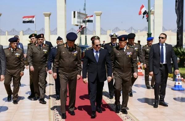 حملة سيساوية للإطاحة بقادة القوات المسلحة خوفاً من الانقلاب عليه