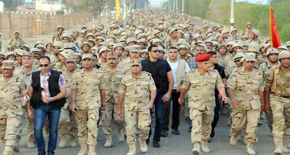 """""""عواجيز الجيش"""" طريق السيسي لبسط سيطرة """"جمهورية الضباط"""""""