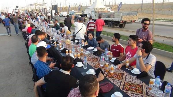 أطول مائدة طعام بينما يئن الشعب المصرى من الجوع والعطش