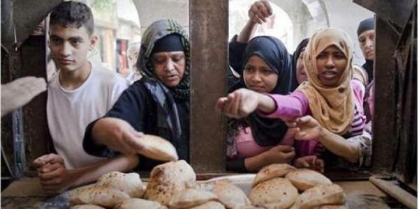 حكومة العسكر تتجه لتقليل حصة الخبز إلى 3 أرغفة