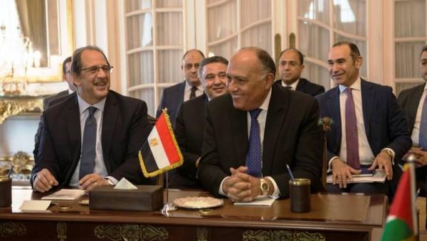 صورة أرشيفية لسامح شكري وزير الخارجية (يمين) وعباس كامل مدير المخابرات