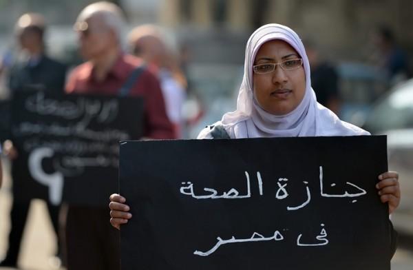 """وفاة طبيبة بسبب """"العدوى"""" الأمراض تقتل المرضى ومعالجيهم في دولة الانقلاب"""