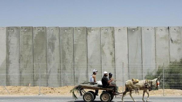 """الانقلاب يزيد """"حصار غزة"""" بجدار فولاذي"""