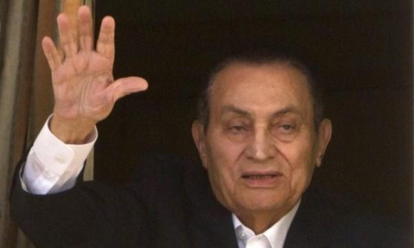 نفق المخلوع مبارك بعد 30 عاماً من القهر والفساد ولن يفلت من محكمة العدل الإلهية