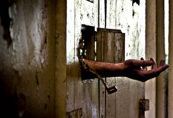 سجون مصر ضيقة ومزدحمة وتثير مخاوف تفشي كورونا