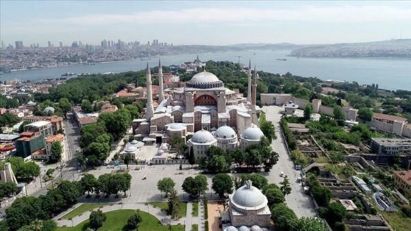 """ذباب السيسي يعترض على عودة الآذان إلى مسجد """"آيا صوفيا"""""""