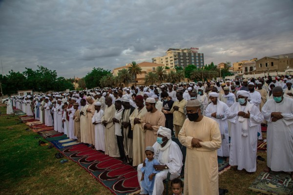 العالم يصلي العيد والانقلاب يتفنن في ملاحقة ساحات الأضحى في مصر