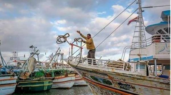 السيسي يتخلى عن الصيادين المحتجزين في ليبيا سعيا وراء أحلامه الانقلابية