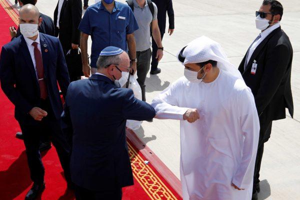 الإمارات تهدد الأمن القومي تحت بصر عساكر